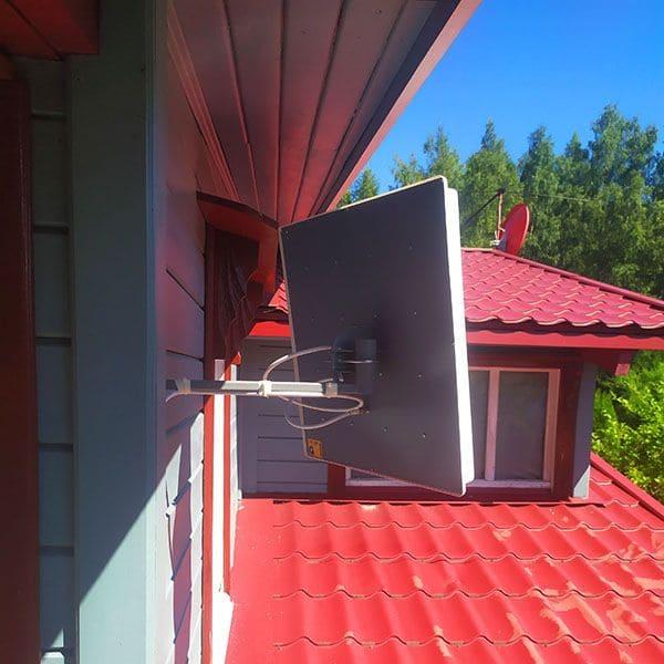 Дом с антенной для интернета