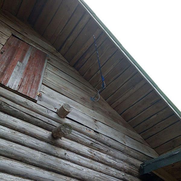 Старый дом с GSM антенной